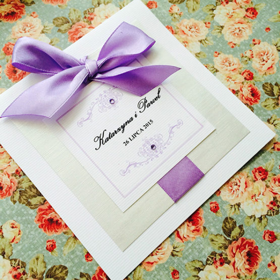 Zaproszenie Bagatel z wklejoną kokardą – liliowy