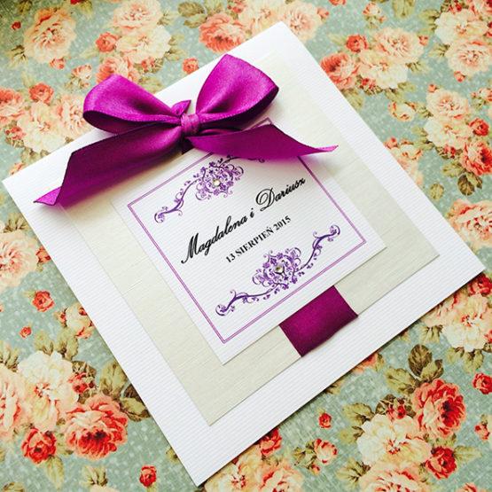 Zaproszenie Bagatel z wklejoną kokardą – fioletowy
