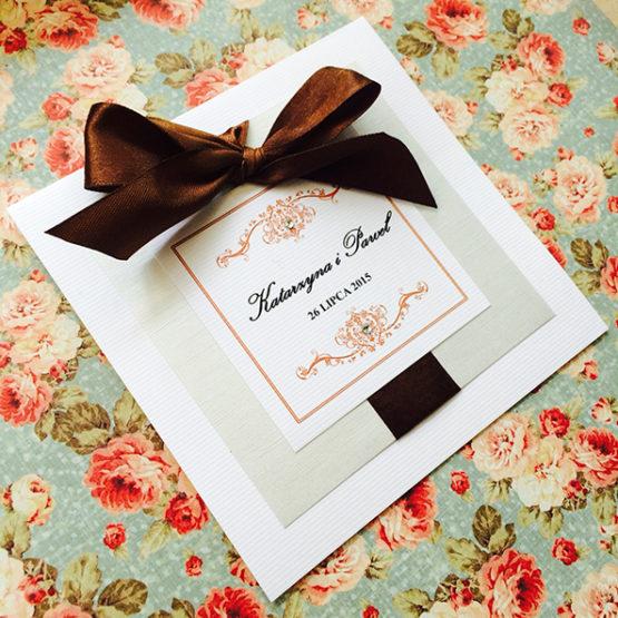 Zaproszenie Bagatel z wklejoną kokardą – brązowy