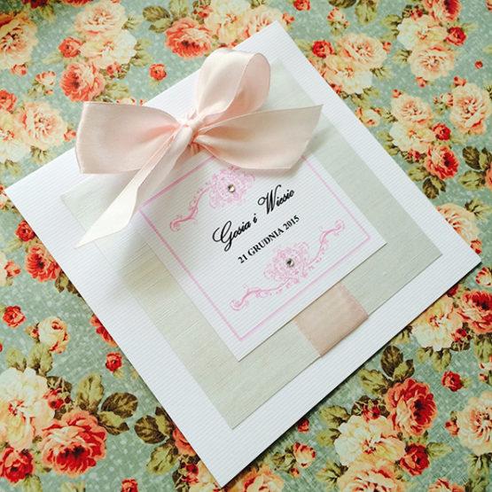 Zaproszenie Bagatel z wklejoną kokardą – jasny róż