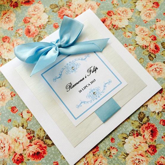 Zaproszenie Bagatel z wklejoną kokardą – błękitny