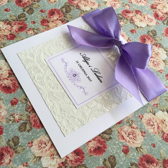 Zaproszenie Belmonte opasane wstążką – liliowy