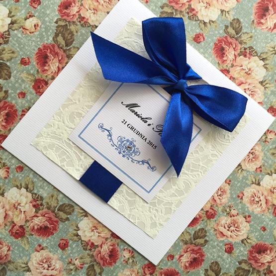 Zaproszenie Belmonte z kokardą wklejaną – kobaltowy