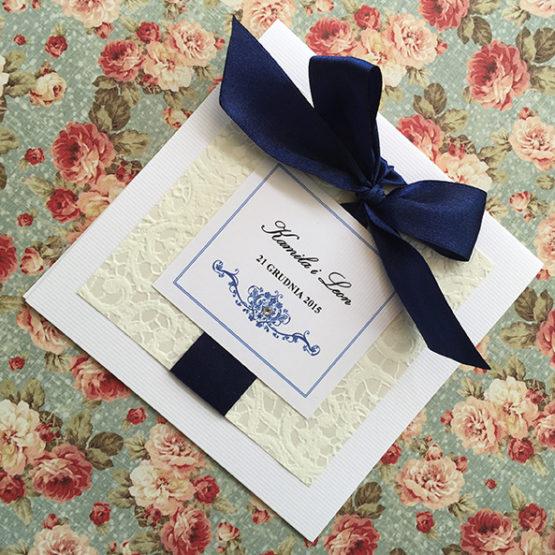 Zaproszenie Belmonte z kokardą wklejaną – granatowy